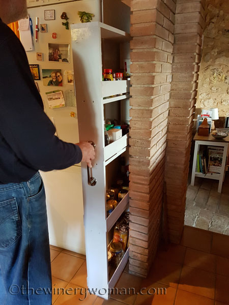 Pull-out-pantry10