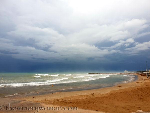 Stormy_skies_beach_Sitges10_10.19.18_TWW