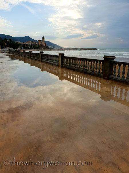 Stormy_skies_beach_Sitges11_10.19.18_TWW