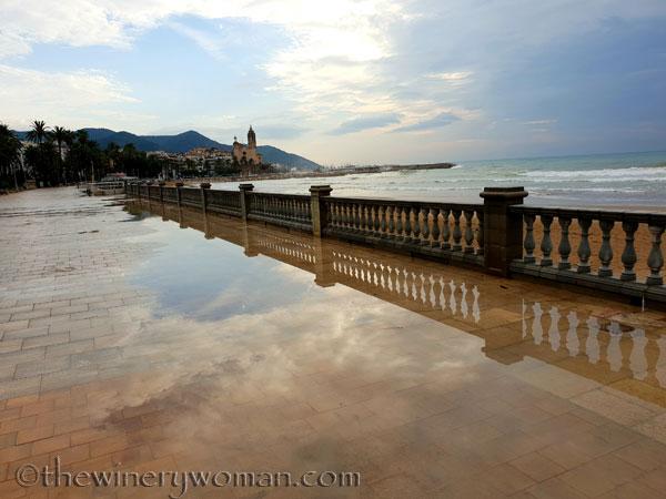 Stormy_skies_beach_Sitges12_10.19.18_TWW