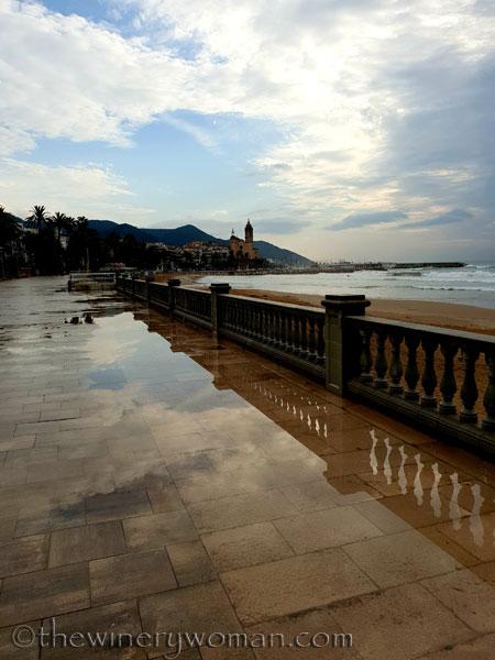 Stormy_skies_beach_Sitges13_10.19.18_TWW