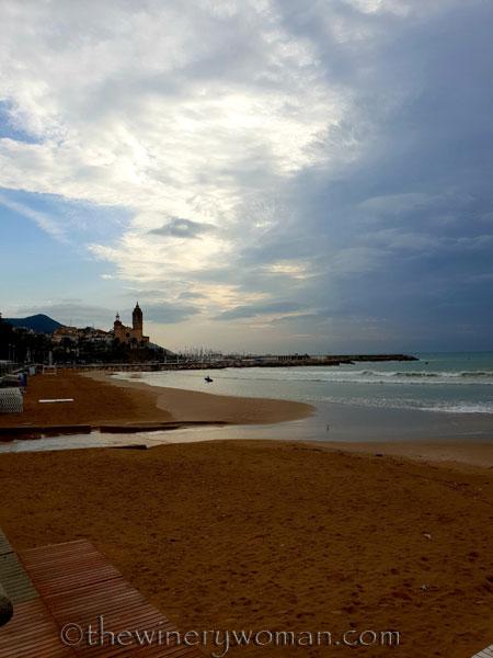 Stormy_skies_beach_Sitges15_10.19.18_TWW