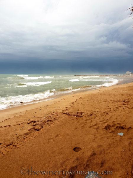 Stormy_skies_beach_Sitges3_10.19.18_TWW