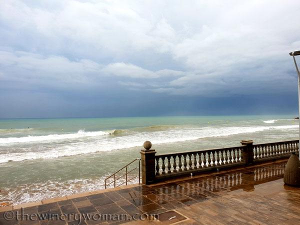 Stormy_skies_beach_Sitges5_10.19.18_TWW