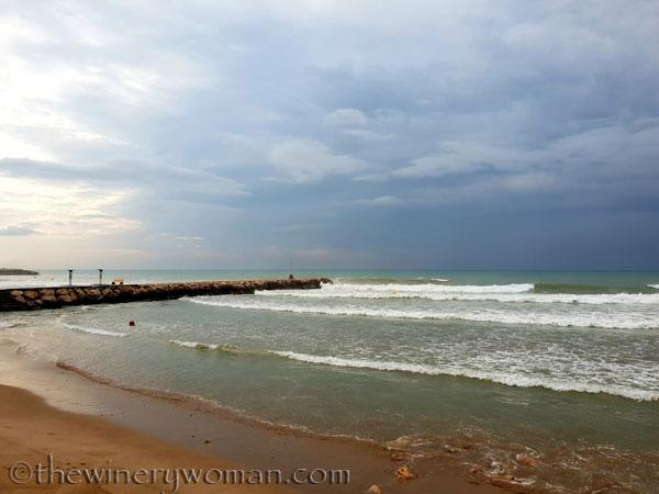 Stormy_skies_beach_Sitges7_10.19.18_TWW