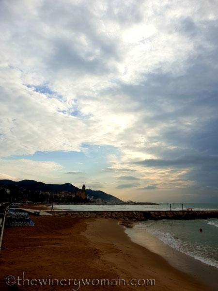 Stormy_skies_beach_Sitges8_10.19.18_TWW